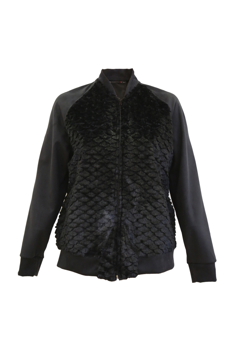 Bomber γούνινο Χρώμα μαύρο Ανοιχτή λαιμόκοψη Μακριά σουέντ μανίκια με ελαστικό τελείωμα Δύο τσέπες στο πλάι Κλείνει με φερμουάρ Ίσια γραμμή Ελαφρώς ελαστικό ύφασμα Σύνθεση:100%PES Η γραμμή είναι κανονική - επιλέξτε το κανονικό σας μέγεθος.Ιδανικό jacket για outfits από το πρωί μέχρι το βράδυ.Διαθέσιμα μεγέθη από XS έως XXL.