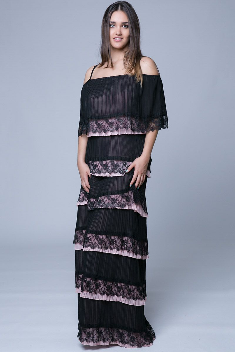a557ae4d3406 Maxi off shoulders plisse φόρεμα με βολάν και τελείωμα από δαντέλα ...