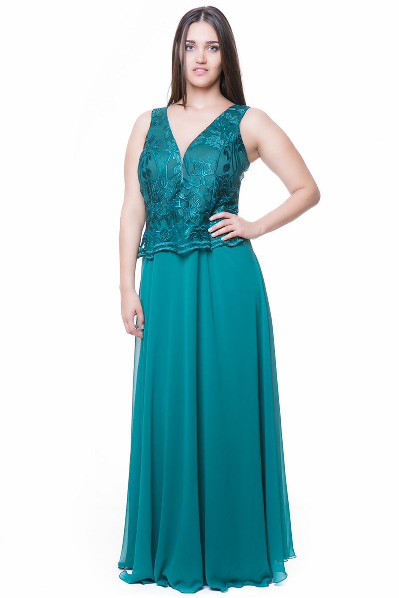 679d5374599 Maxi φόρεμα Είναι σε πράσινο χρώμα Διαθέτει κεντημένο μπούστο τύπου peplum  Είναι αμάνικο και μεσάτο Κλείνει