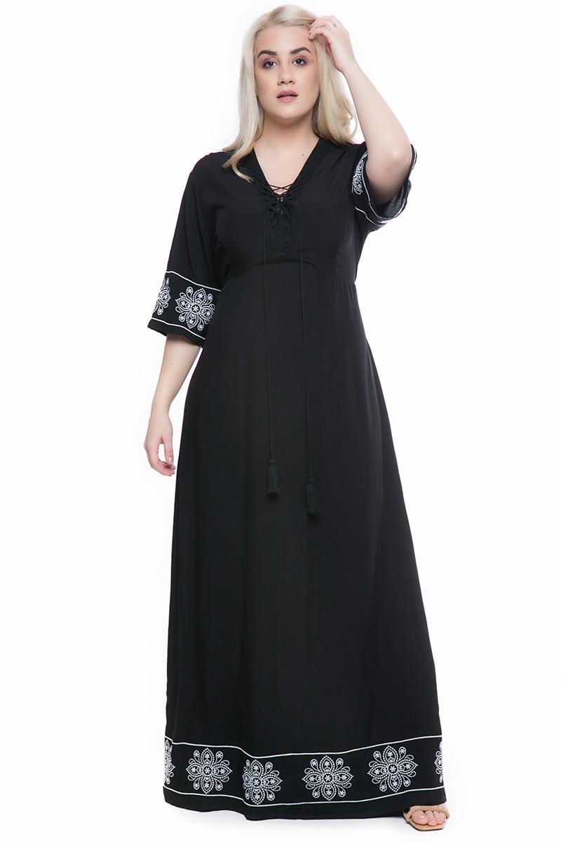 78ffd52f89 Maxi φόρεμα Χρώμα μαύρο 3 4 μανίκια με κεντήματα V λαιμόκοψη με δέσιμο  Κεντήματα στο