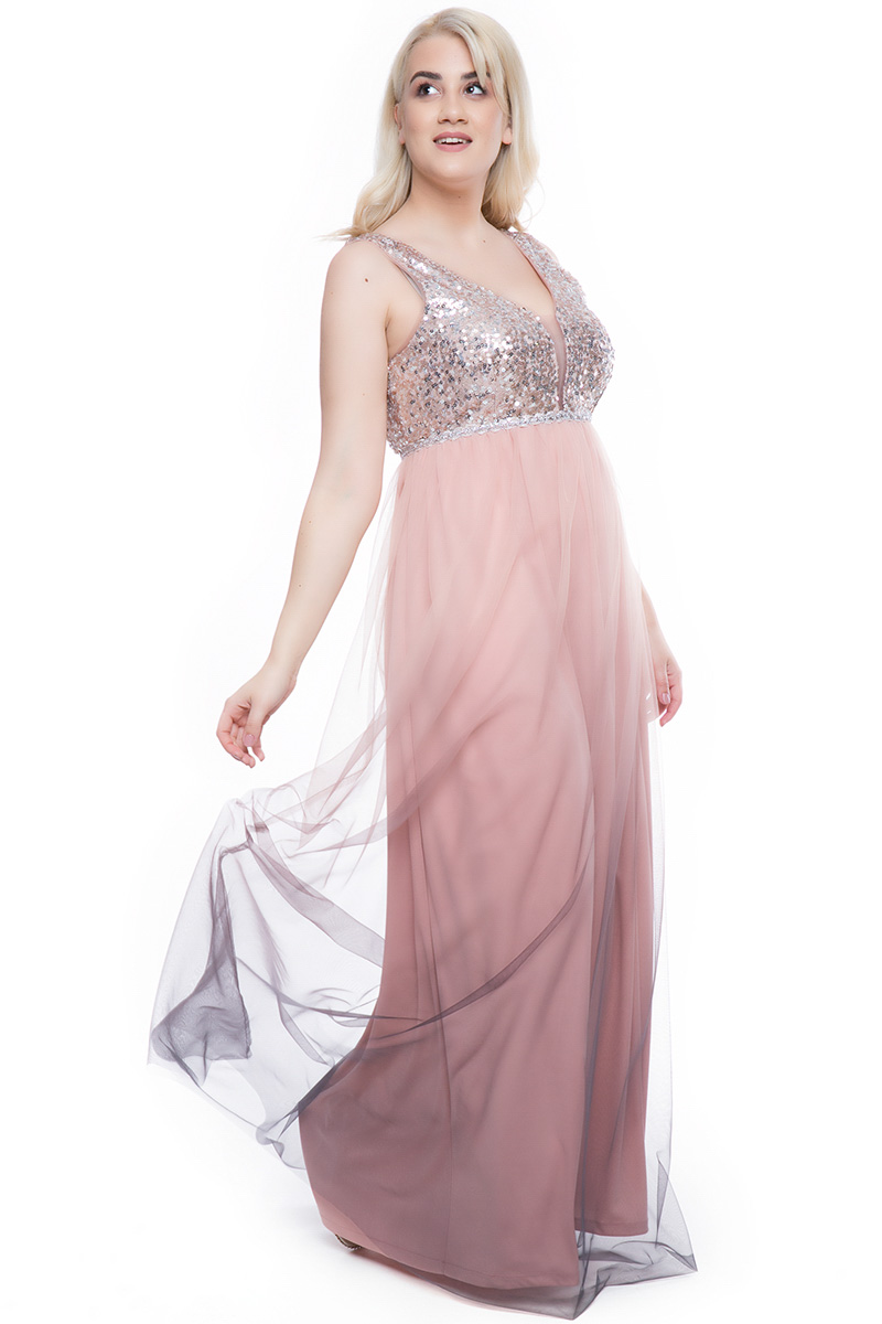 fcd7e0d783b7 Φόρεμα maxi Xρώμα πούδρα Διαθέτει τουλι και παγιέτες Σχέδιο στην μέση με  στρας Φερμουάρ στο πίσω