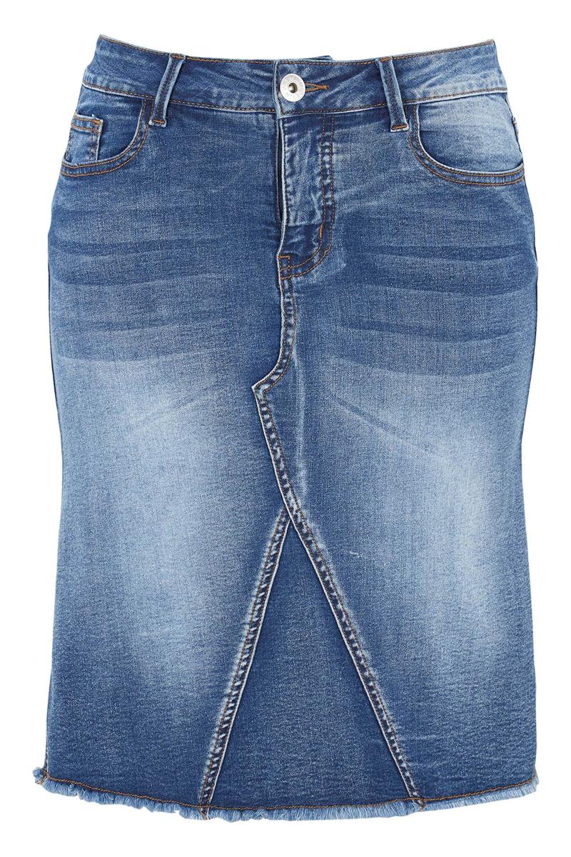 Jean φούστα Σε denim blue χρώμα Mini Διαθέτει 5 τσέπες( 3 μπροστά και 2 στο πίσω μέρος) Κλέινει με κουμπί και φερμουάρ Με ξέφτια στο τελείωμα Ελαστικό ύφασμα Ίσια γραμμή Σύνθεση:64%COT 24%POL 3%EL Η γραμμή είναι κανονική. Συμβουλευτείτε το μεγεθολόγιο. Ιδανικό για all-day looks Διαθέσιμα μεγέθη από 44 έως 62. Το μοντέλο έχει ύψος 1.75 και φοράει μέγεθος 44.