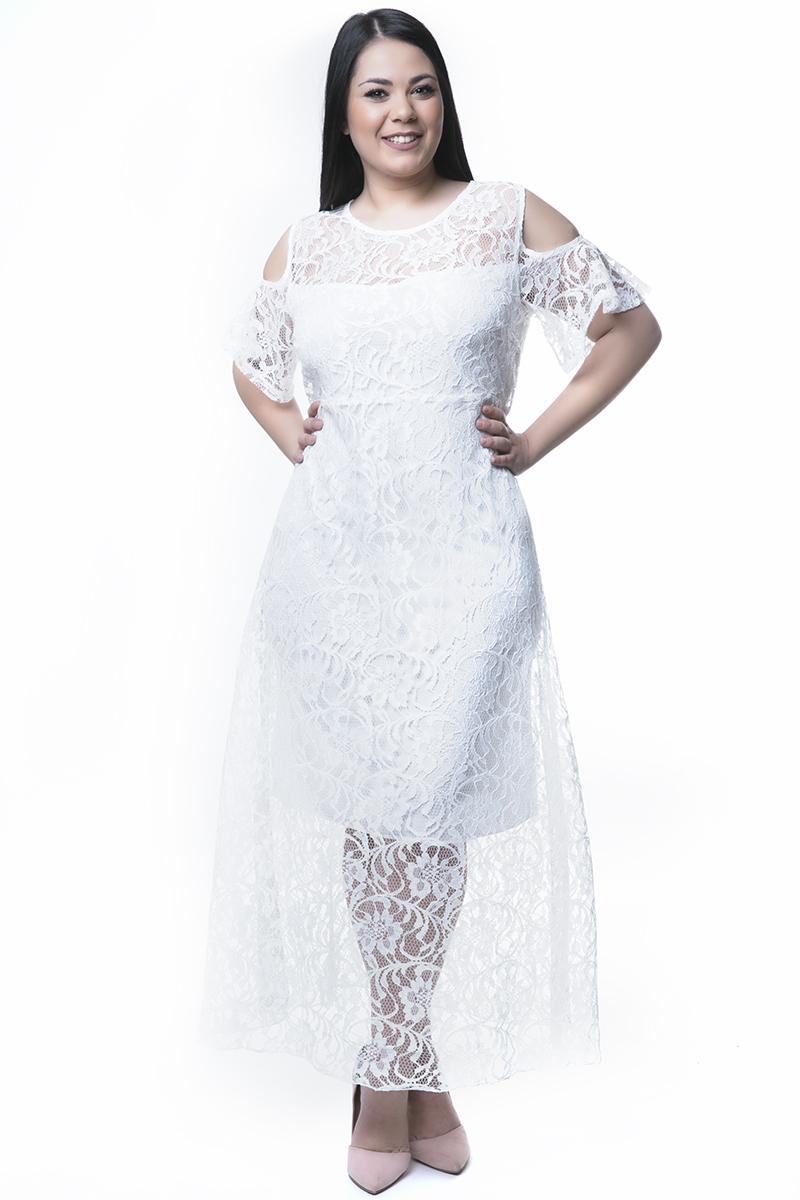 Δαντελένιο maxi φόρεμα Kοντά βολάν μανίκια Cold shoulders Εσωτερική midi επένδυση Ανοιχτή λαιμόκοψη Κλείνει με φερμουάρ στο πίσω μέρος Διαθέσιμα μεγέθη από 54 εώς 64. Το μοντέλο έχει ύψος 1.73cm και φοράει μέγεθος 56.