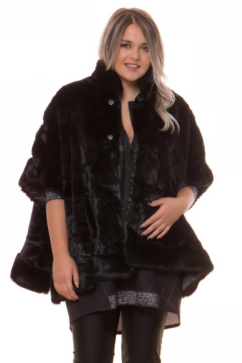 Κάπα Οικολογική γούνα Μαύρο χρώμα Κλειστή λαιμόκοψη Εσωτερική φόδρα Κλείνει με κουμπιά Σταθερό ύφασμα οικολογικής γούνας Σύνθεση100%POL Η γραμμή είναι κανονική - Συμβουλευτείτε το μεγεθολόγιο. Ιδανική για όλες τις ώρες της ημέρας Διαθέσιμο σε ένα μέγεθος Το μοντέλο έχει ύψος 1.75cm και φοράει μέγεθος Ο/S.