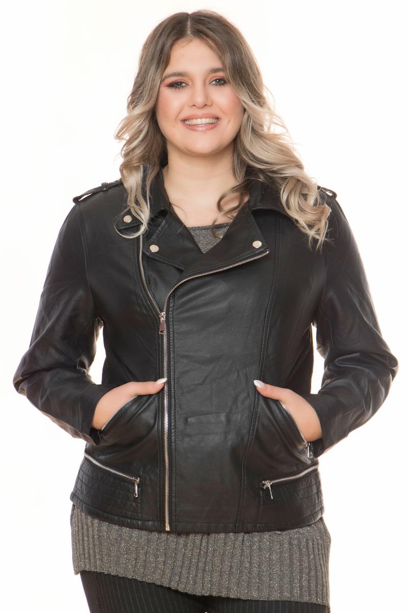 Leather-like jacket Μαύρο χρώμα Μακριά μανίκια Με ανοιχτή λαιμόκοψη Κλείσιμο με φερμουάρ Τσέπες με φερμουάρ Εσωτερική φόδρα Ίσια γραμμή Σταθερό ύφασμα Σύνθεση: 100%POL Η γραμμή είναι κανονική - Συμβουλευτείτε το μεγεθολόγιο. Κατάλληλο για όλες τις ώρες και περιστάσεις. Διαθέσιμα μεγέθη από S έως XXL. Το μοντέλο έχει ύψος 1.75cm και φοράει μέγεθος S.