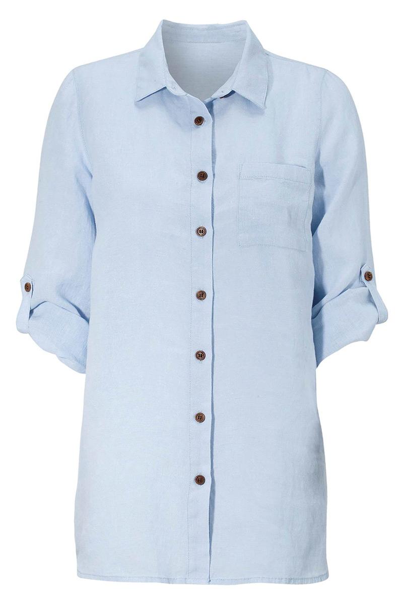 Λινό πουκάμισο Σιελ χρώμα Κλειστή λαιμόκοψη 3/4 μανίκια με αναδίπλωση Διαθέτει τσεπάκι Σε ίσια γραμμή Σταθερό ύφασμα Σύνθεση: 100%LIN Η γραμμή είναι κανονική - Συμβουλευτείτε το μεγεθολόγιο.Ιδανικό για εντυπωσιακές καθημερινές εμφανίσεις.Διαθέσιμα μεγέθηαπό 38/40 έως 62/64. Το μοντέλο έχει ύψος 1.75cm και φοράει μέγεθος 38/40.
