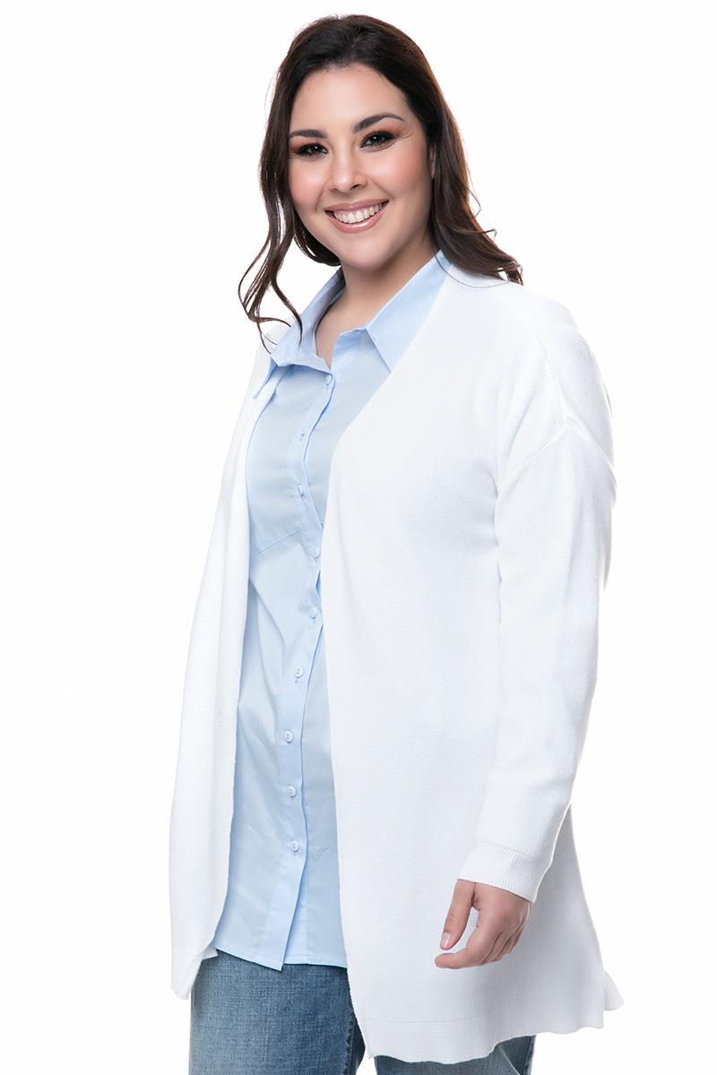 Βαμβακερή πλεκτή ζακέτα Χρώμα λευκό Μακριά μανίκια Ανοιχτή μπροστά Ίσια γραμμή Ελαστικό ύφασμα Σύνθεση100%COT Η γραμμή είναι κανονική - επιλέξτε το κανονικό σας νούμερο. Ένα must have item για classy all day εμφανίσεις. Διαθέσιμα μεγέθη S/Μ έως L/XL. Το μοντέλο έχει ύψος 1.75cm και φοράει μέγεθος S/M.