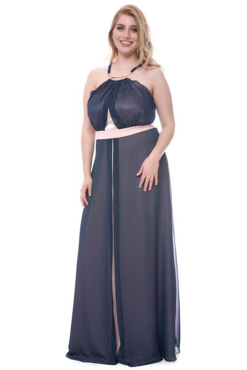 08b428544baa Maxi φόρεμα με μεταλλικό κολιέ σε χρώμα μπλε/πούδρα