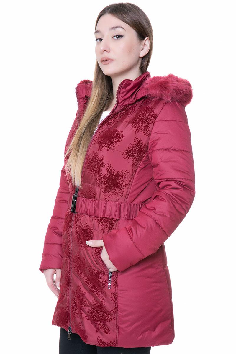 Μπουφάν Midi Κόκκινο χρώμα Μακριά μανίκια Κουκούλα με γούνα Ζώνη στην μέση Μπροστινές τσέπες με φερμουάρ Φερμουάρ για κλείσιμο Ανάγλυφο βελουτέ σχέδιο στο μπροστινό μέρος Α γραμμή Σύνθεση100%POL Η γραμμή είναι κανονική - Συμβουλευτείτε το μεγεθολόγιο. Ιδανική για όλες τις ώρες της ημέρας. Διαθέσιμα μεγέθη από 42 έως 52. Το μοντέλο έχει ύψος 1.75cm και φοράει μέγεθος 42.