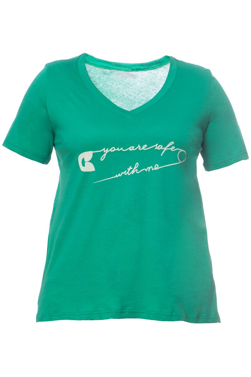 Hi-lo t-shirt Σε πράσινο χρώμα V-λαιμόκοψη Με τύπωμα %27%27You are safe with me%27%27 Κοντό μανίκι Ελαστικό ύφασμα Ίσια γραμμή Σύνθεση:100%COTTON Η γραμμή είναι κανονική. Συμβουλευτείτε το μεγεθολόγιο Ιδανικό για all-day casual εμφανίσεις. Διαθέσιμα μεγέθη από S έως XL. Το μοντέλο έχει ύψος 1.75 και φοράει μέγεθος S.