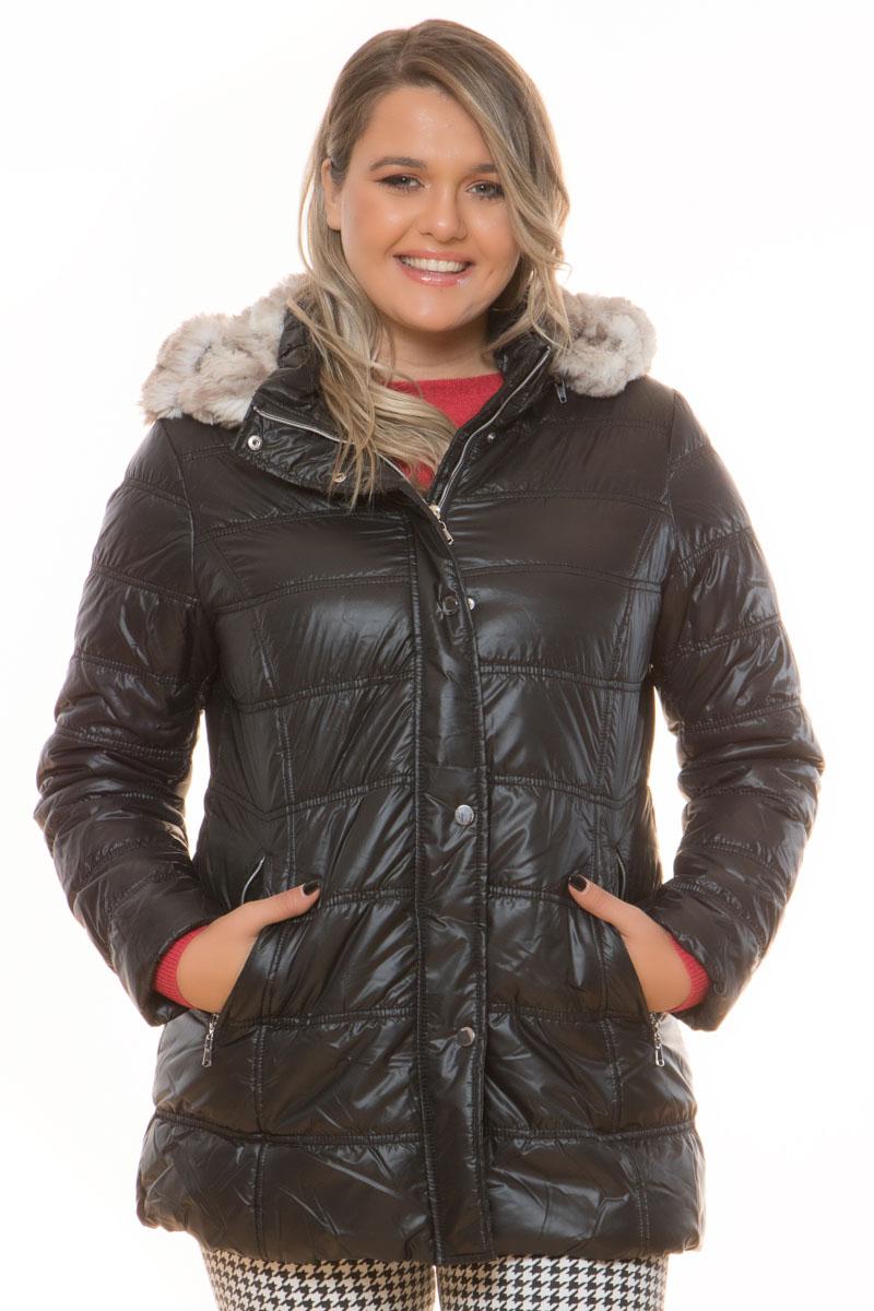 Μπουφάν μακρύ Χρώμα μαύρο Διαθέτει κουκούλα με οικολογική γκρι γούνα, αφαιρείται με φερμουάρ Κλείνει με φερμουάρ και με κουμπιά 2 τσέπες με φερμουάρ Έχει ίσια γραμμή Σύνθεση 100%POL Η γραμμή είναι κανονική - Επιλέξτε το κανονικό σας νούμερο. Ιδανικό για υπέροχα fall outfits. Διαθέσιμα μεγέθη από 42 έως 52. Το μοντέλο έχει ύψος 1.75cm και φοράει μέγεθος 42.