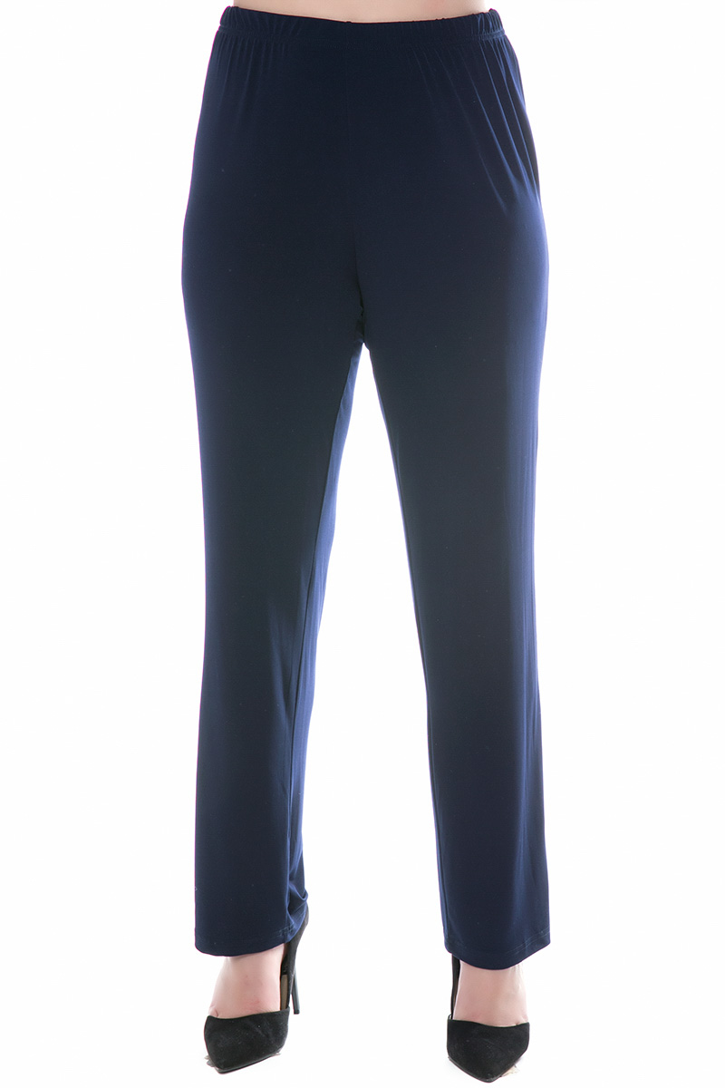 Παντελόνα Μπλε χρώμα Λάστιχο στην μέση Ίσια γραμμή Σύνθεση 95%POL 5%SP Διαθέσιμα μεγέθη από 3 εώς 6. Το μοντέλο έχει ύψος 1.75cm και φοράει μέγεθος 3.