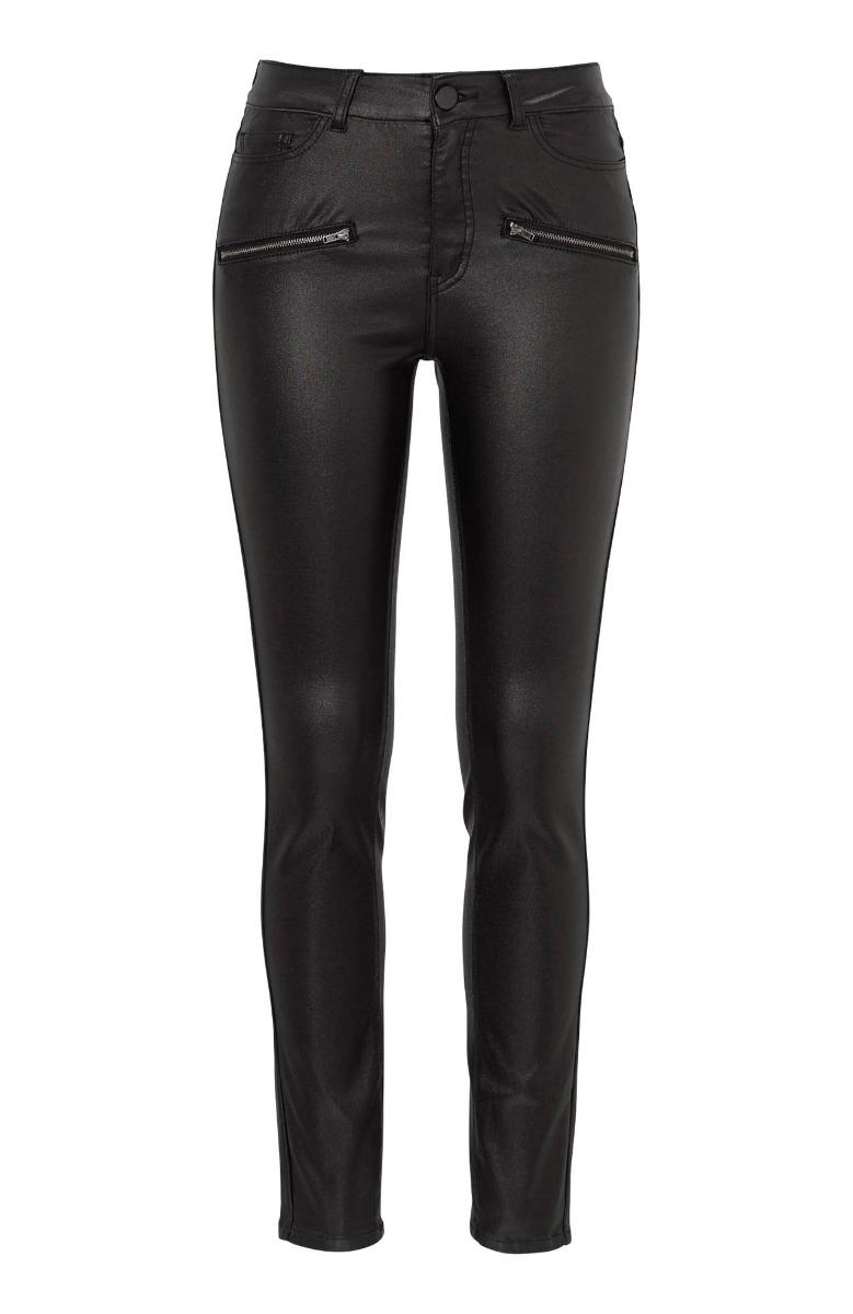 Παντελονοκολάν Μαύρο χρώμα Leather-like Ελαστικό ματ ύφασμα Κλείνει με μονοκούμπι Διαθέτει τσέπες Ίσια γραμμή Σύνθεση78%COT 19%POL 3%EL Η γραμμή είναι φαρδιά - Επιλέξτε ένα νούμερο μικρότερο.Ιδανικό για να φορεθέι από το πρωί έως το βράδυ.Διαθέσιμα μεγέθη από 38 έως 56.Το μοντέλο έχει ύψος 1.75cm και φοράει μέγεθος 44.