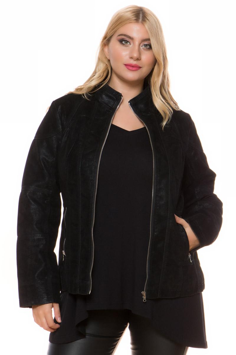 Σουέντ jacket Xρώμα μαύρο Μακριά μανίκια Με κλειστή λαιμόκοψη τύπου μάο Κλείσιμο με φερμουάρ Τσέπες με φερμουάρ Εσωτερική φόδρα Διακοσμητικές ραφές Σταθερό ύφασμα Σύνθεση100%POL Η γραμμή είναι άνετη - Συμβουλευτείτε το μεγεθολόγιο. Κατάλληλο για όλες τις ώρες και περιστάσεις. Διαθέσιμα μεγέθη από 44 έως 52. Το μοντέλο έχει ύψος 1.75cm και φοράει μέγεθος 44.