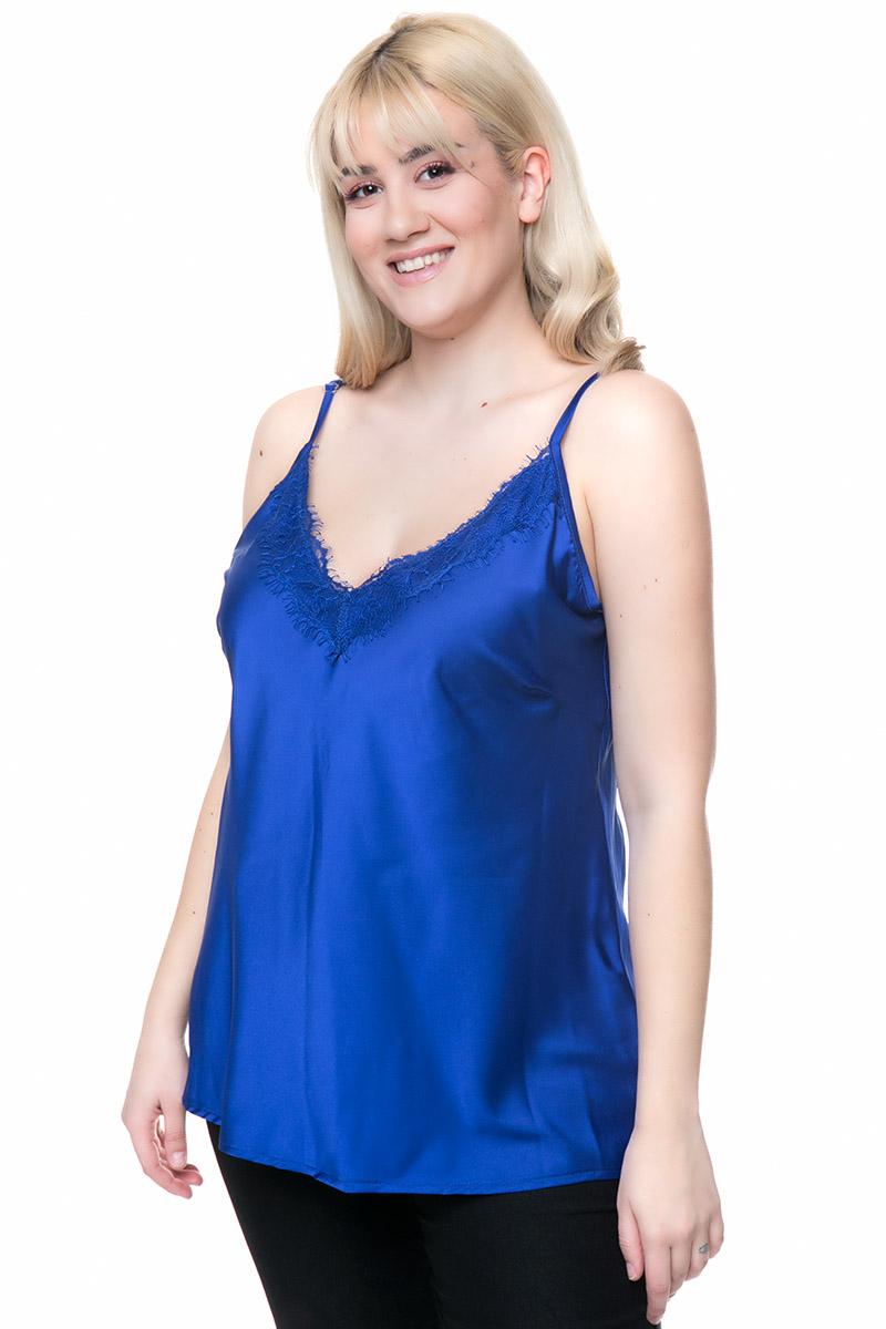 Τοπ satin Δαντέλα στο μπούστο και ρυθμιζόμενες τιράντες Τύπου lingerie Μπλε σκούρο χρώμα Ανοιχτή λαιμόκοψη Ελαφρώς άλφα τελείωμα Σύνθεση:92%POL 8%SPAND Διαθέσιμα μεγέθη από S έως XXL. Το μοντέλο έχει ύψος 1.73cm και φοράει μέγεθος M.