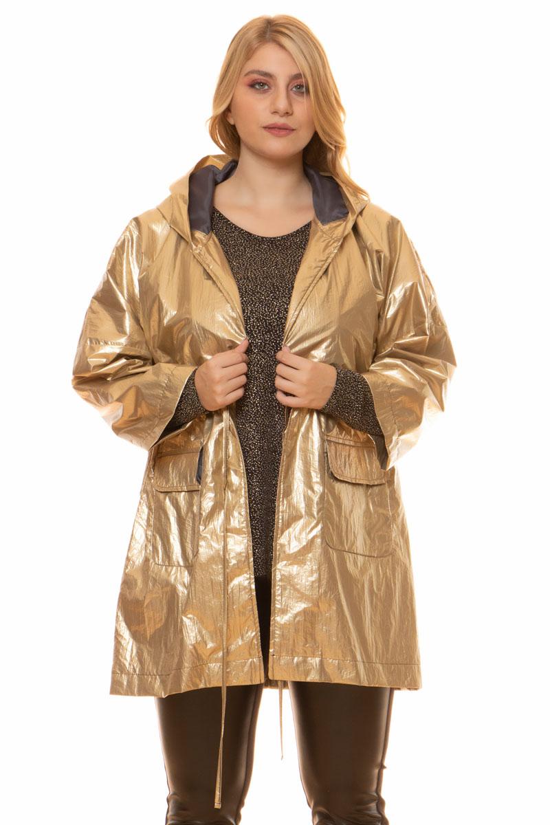 Ζακέτα Χρώμα χρυσό metallic Με κουκούλα Δένει με κορδόνι στη μέση Μακριά μανίκια Δύο τσέπες στο πλάι Ίσια γραμμή Σταθερό ύφασμα Σύνθεση:100%PES Η γραμμή είναι κανονική - επιλέξτε το κανονικό σας μέγεθος.Ιδανικό outfit από το πρωί μέχρι το βράδυ.Διαθέσιμα μεγέθη από M έως XXL.Το μοντέλο έχει ύψος 1.75cm και φοράει μέγεθος M.