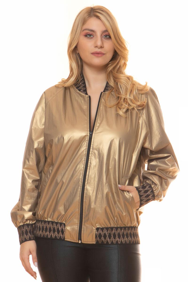 Bomber Χρώμα χρυσό metallic Διαθέτει λάστιχο στο πάνω μέρος και στο κάτω Μακριά μανίκια με ελαστικό τελείωμα Εξωτερικά γαζιά Δύο τσέπες στο πλάι Balloon γραμμή Σταθερό ύφασμα Σύνθεση:100%PES Η γραμμή είναι κανονική - επιλέξτε το κανονικό σας μέγεθος.Ιδανικό jacket για outfits από το πρωί μέχρι το βράδυ.Διαθέσιμα μεγέθη από M έως XXL.Το μοντέλο έχει ύψος 1.75cm και φοράει μέγεθος M.