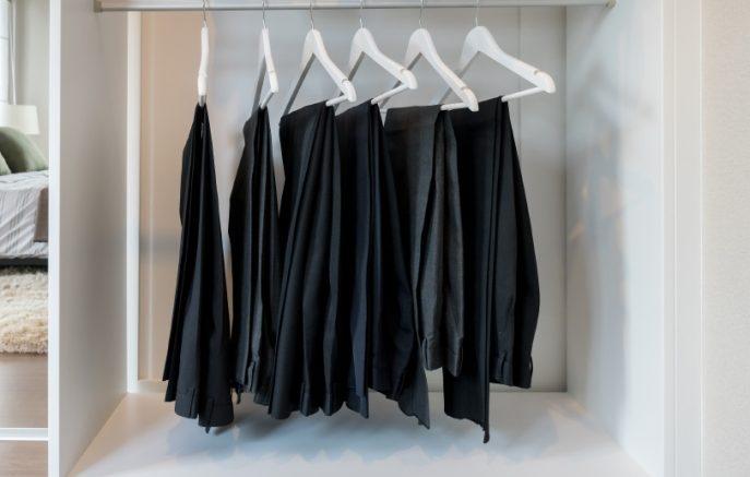 Συνδυάστε τέλεια το κλασικό μαύρο παντελόνι